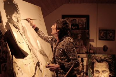 Photo of Ronnie Wood painting